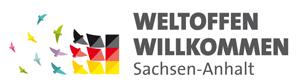 """Bunte Vögel welche zu einer Deutschlandfahne fliegen und diese komplettieren mit Schriftzug """"Weltoffen Willkommen Sachsen-Anhalt"""""""